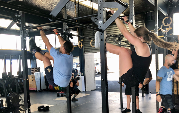 Female Male H1 CrossFit Toes To Bar